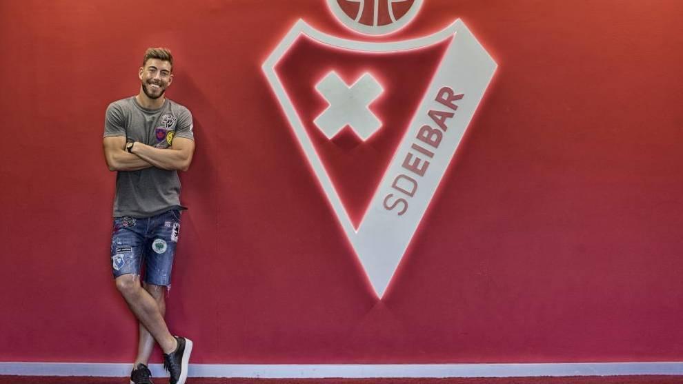 Los problemas crecen para Sergi Enrich: condenado a prisión, multa del club, la afición de uñas, distancia con Mendilíbar...