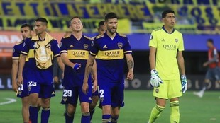 Los jugadores de Boca se retiran de la Bombonera tras un partido.