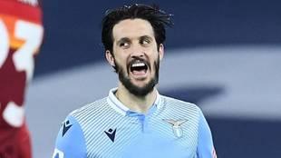 Luis Alberto celebra uno de los dos goles que le hizo a la Roma