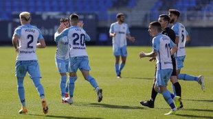 Los jugadores del Málaga, durante un partido de esta temporada.