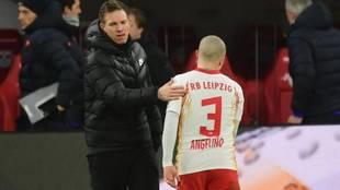 Julian Nagelsmann junto a Angeliño en un partido del Leipzig.
