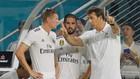 Kroos y Lopetegui, junto a Isco, en un partido del Madrid