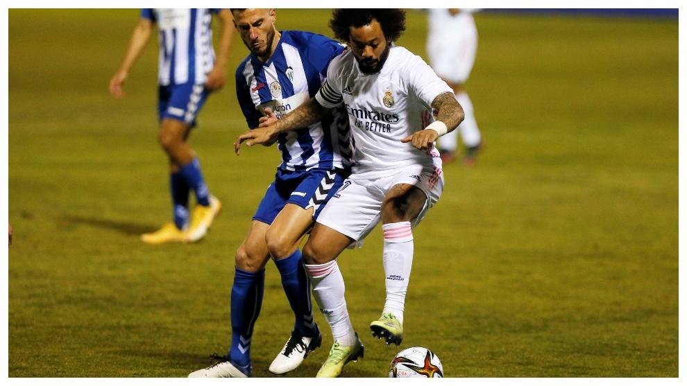 Marcelo protege un balón en El Collao.