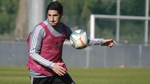 Bodiger, en un entrenamiento con el Cádiz.