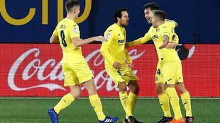 Los jugadores del Villarreal festejan uno de los goles