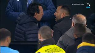 Emery y Diego Martínez intercambian opiniones tras el partido.