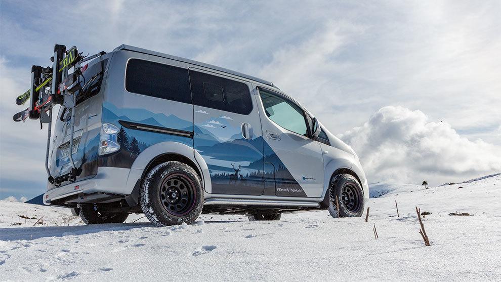 La e-NV200 Winter Camper promete moverse bien sobre la nieve, pese a...