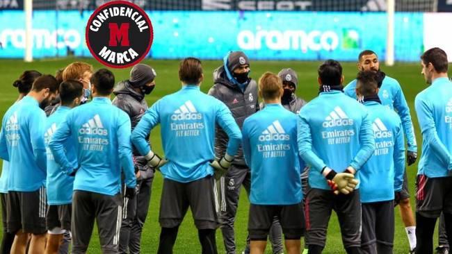 Zidane, en la charla del entrenamiento previo a la Supercopa.