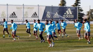La plantilla del Madrid durante un entrenamiento |
