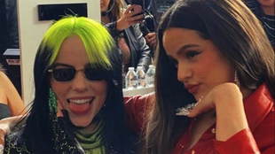 Rosalía y Billie Eilish en una entrega de premios.