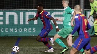 Ilaix runs at the Cornella defence