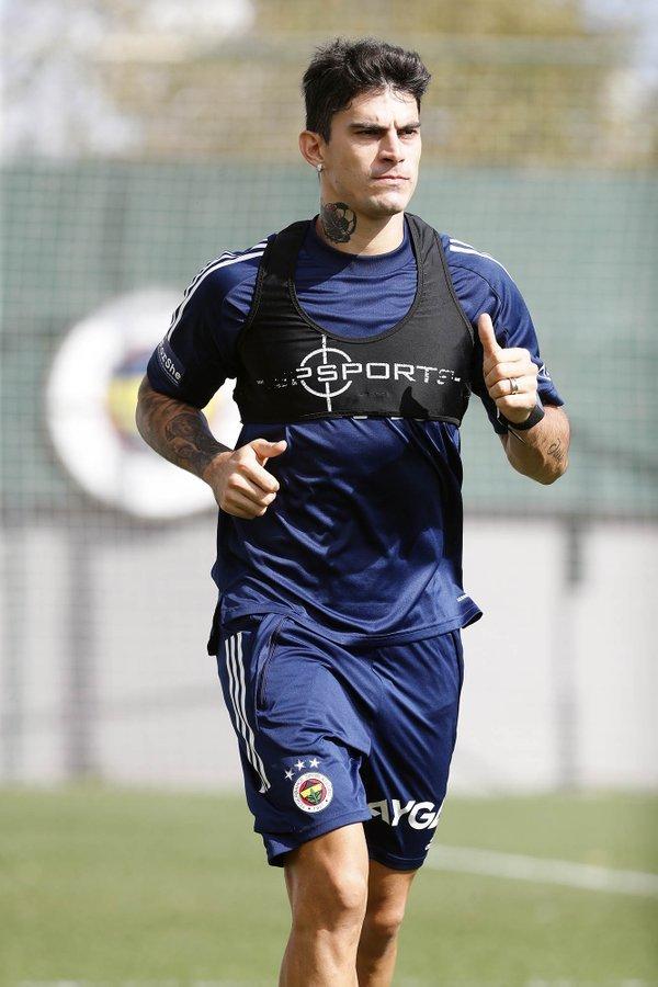 Diego Perotti entrenando con el Fenerbahçe antes de su grave lesión