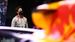 Sergio Checo Pérez, en la fábrica de Red Bull.
