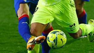 El Atlético responde a la polémica del penalti a Luis Suarez con esta imagen