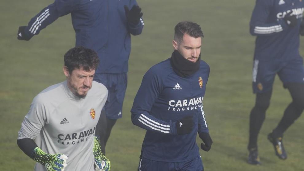 Peybernes se ejercita junto a Cristian Álvarez en un entrenamiento.