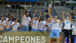 Los jugadores del Breogán celebran el triunfo en la Copa Princesa