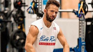 Barea en el gimnasio con la camiseta de Puerto Rico