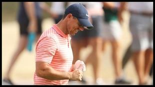 Rory McIlroy celebra el eagle en el hoyo 10