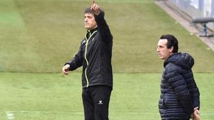 Pacheta organiza a su equipo durante el partido ante el Villarreal.