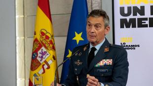 Dimite Miguel Ángel Villarroya, jefe de las Fuerzas Armadas, por...