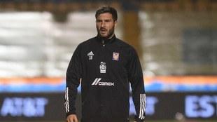 André- Pierre Gignac apoya a Tigres desde casa.