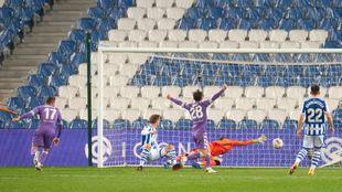 Joaquín supera a Remiro y logra el empate a dos del Betis.