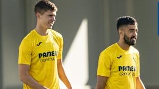 Foyth y Costa durante un entrenamiento del Villarreal.