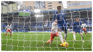 Chelsea knock out Luton Town thanks to Abraham hat-trick