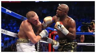 Floyd Mayweather y Conor McGregor en el combate de boxeo que...