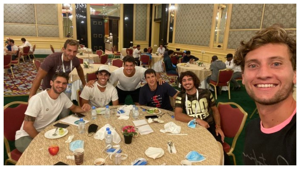 Los argentinos Andreozzi y Olivo siguen confinados en Doha 19 días después de aterrizar en Catar