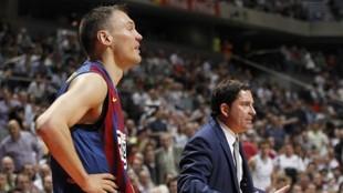 Sarunas Jasikevicius, junto a Xavi Pascual cuando era su entrenador en...
