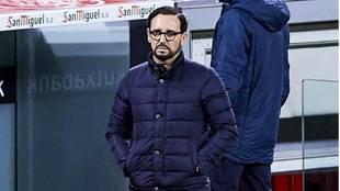 José Bordalás, con cara de circunstancias, durante el partido ante...