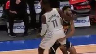 Momento en el que Jamal Murray golpea a Hardaway