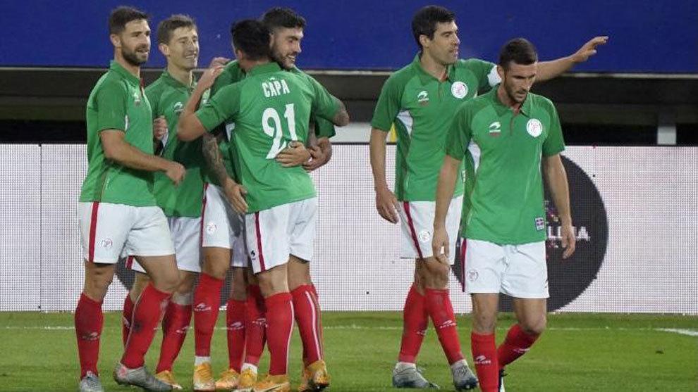Lo que faltaba: Sánchez acepta negociar con Urkullu la selección vasca de fútbol