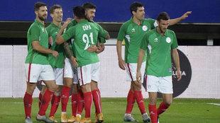Lo que faltaba: Pedro Sánchez acepta negociar con Iñigo Urkullu la selección vasca de fútbol
