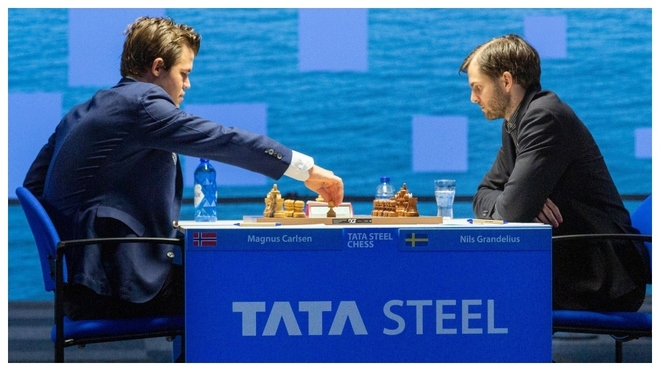 Carlsen y Nils Grandelius, en la partida