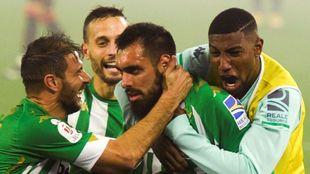 El delantero gallego hizo los dos goles que clasifican al Betis para...
