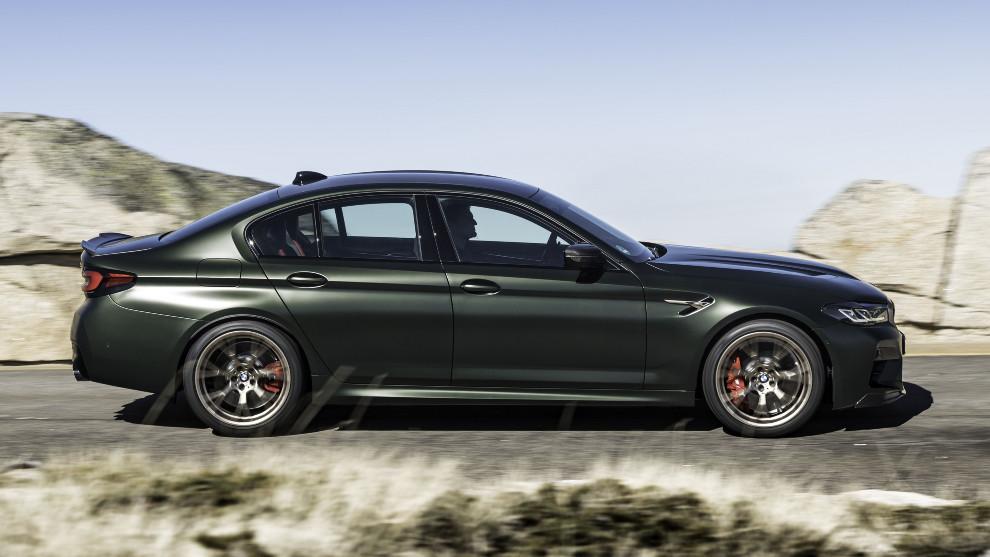 El BMW M5 CS acelera de 0 a 100 km/h en 3,0 segundos y alcanza los 305 km/h.