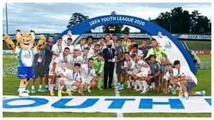 El Real Madrid celebra la conquista de la Youth League 2019-20.