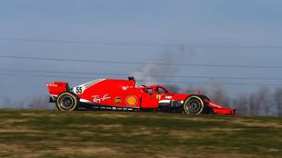Carlos Sainz, con el Ferrari SF71H, en la pista de Fiorano.