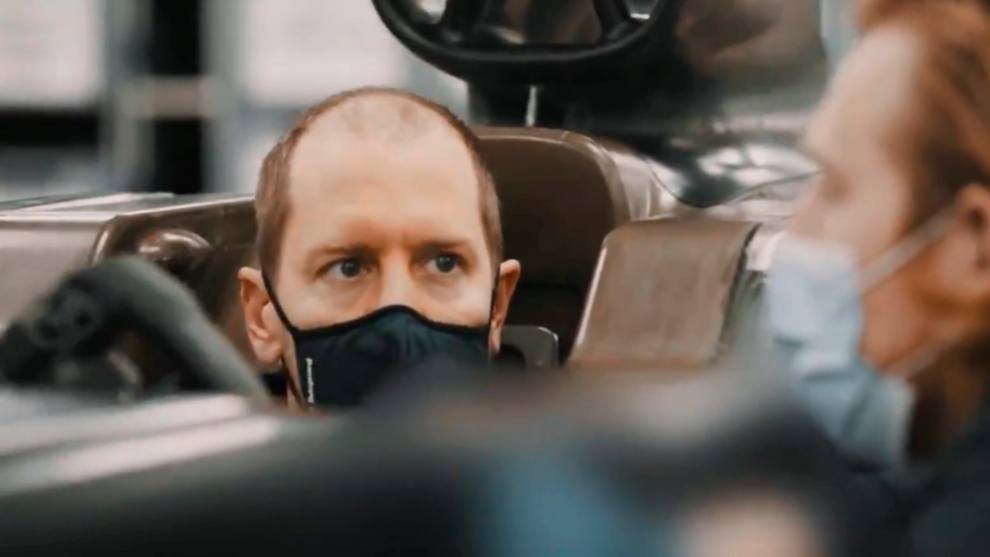 Con este nuevo aspecto ha llegado Vettel a Aston Martin.