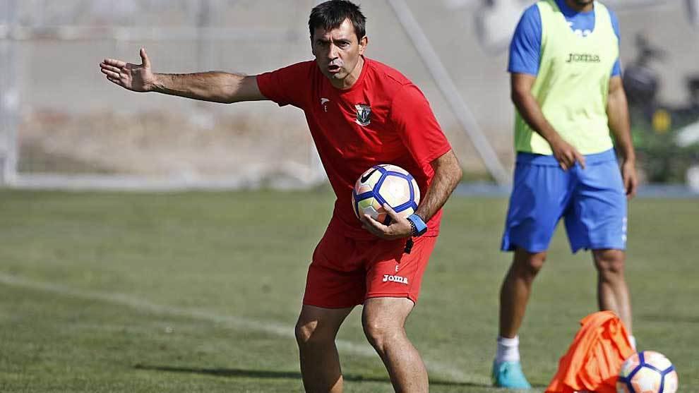 Asier Garitano, durante un entrenamiento con el Leganés en su...
