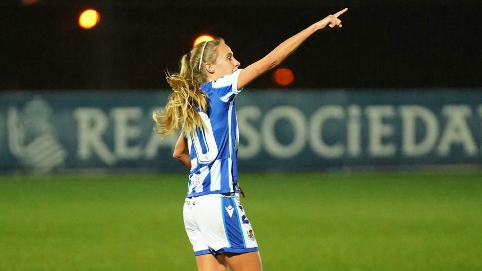 Maitane López celebra el primer gol del partido ante el Betis.
