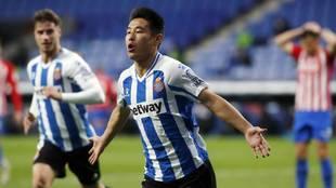 Wu Lei celebra un gol ante el Sporting