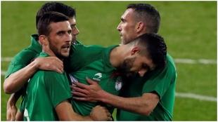 La selección de Euskadi celebran uno de los goles del amistoso contra...