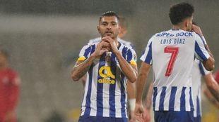 Con gol del Tecatito Corona, el Porto avanza en la Copa de Portugal.