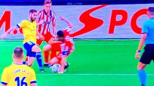 """""""La mano de Koke es penalti, se lanza al suelo y corta el balón"""""""