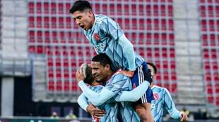 Edson Álvarez y el Ajax derrotaron al AZ Alkmaar.