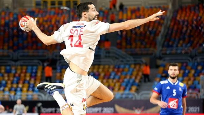 El jugador español Ferrán Solé, elegido 'Mejor extremo derecho' del...