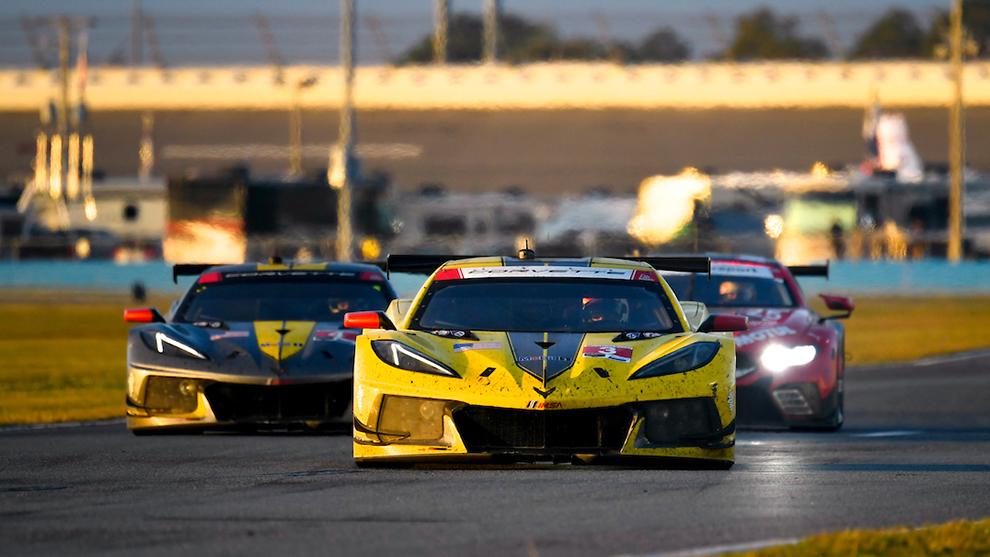 Los dos Corvette lucharon hasta la última hora por el triunfo.